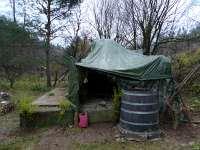 Experiment Živý domek ze stromů - plachta z boku