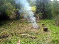Dým kouř stoupá k nebi smoke