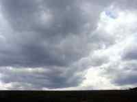 Mraky oblaka na jaře v březnu