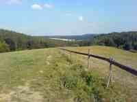 Ohrada koňského výběhu, pohled na kopce směrem k zahradě
