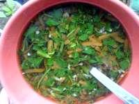 Polévka z kopřiv a bršlice kozí nohy s mrkví a česnekem