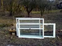 Vyřazená okna na stavbu pařeniště