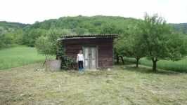 Barunka u chatrče v Kobylí, červen 2008