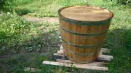 Dubový sud na vodu vyrobil bednář Fryzelka z Vlachovic, červen 2008