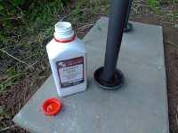 Ricinový olej do misek noh podsady úlů proti mravencům, srpen 2009